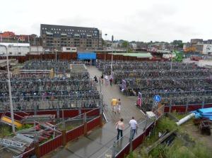 In Olanda, anche le piccole stazioni hanno grandi parcheggi per le bici!