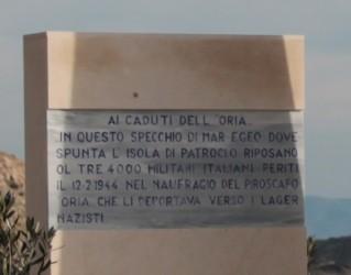 La targa del monumento