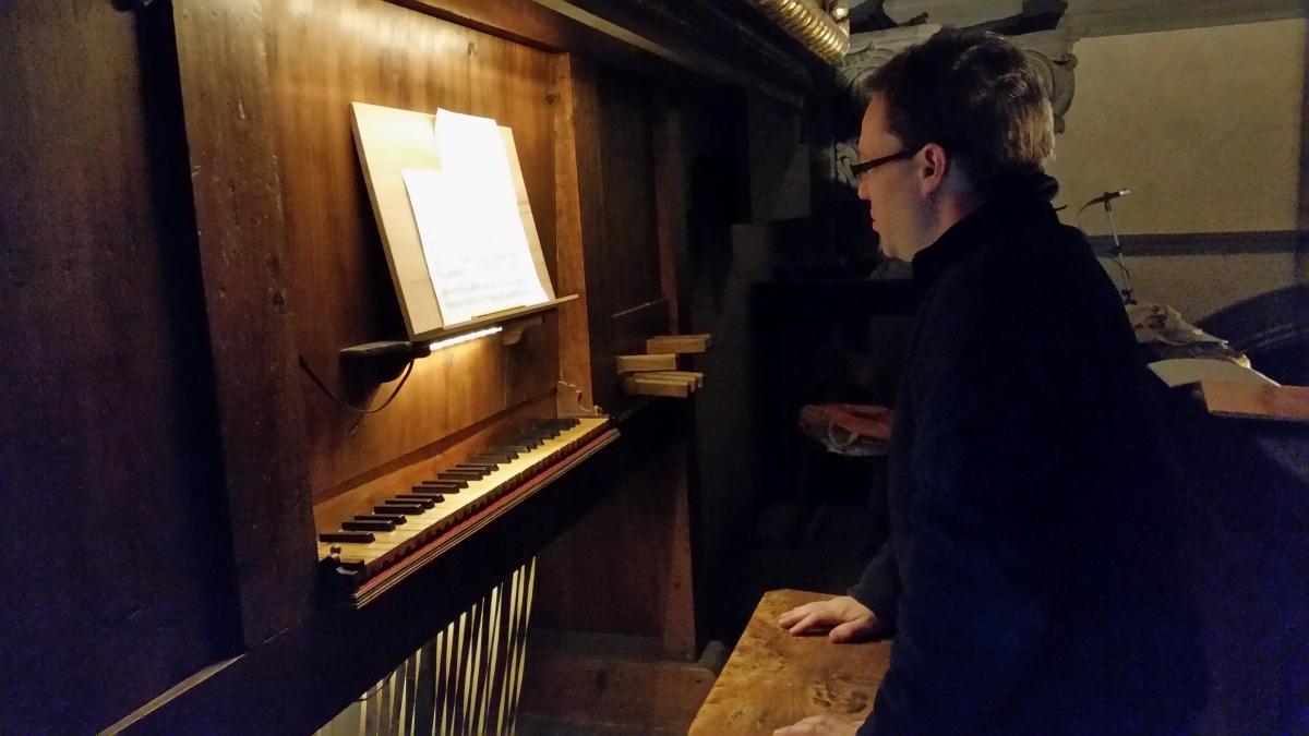 L'organista inglese che fa rivivere a Firenze la musica del Cinquecento