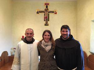 Alexandra, altra catecumena, con Fra Federico e Fra David, che l'hanno accompagnata nel suo cammino