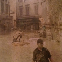 Alluvione di Firenze: il prete che puliva le strade col Caterpillar